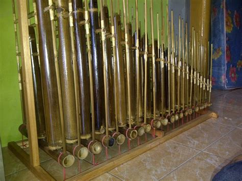Angklung 3 Tabung Bambu Hitam 18 Nada jual angklung set 7 42 nada bambu putih dan hitam baru aneka alat instrumen musik