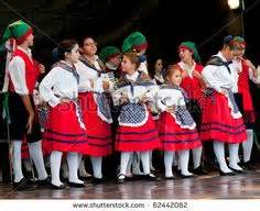 Villagers frankfurt august 28 traditional italian young dancers