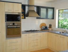 Light wood kitchen cabinets page 3 modern light wood kitchen