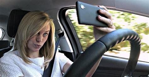 al volant allarme selfie al volante pioggia di multe in emilia