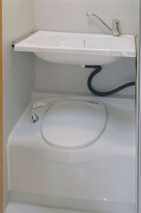 wc mit waschbecken am tank riepert freizeitfahrzeuge gmbh kabinen ausstattung