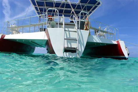 catamaran sailing grand cayman stingray city trimaran grand cayman charters snorkeling