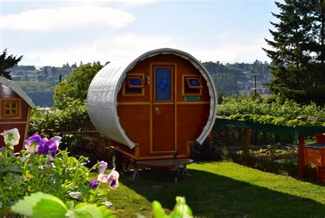 tiny house washington 10 tiny log houses you can rent