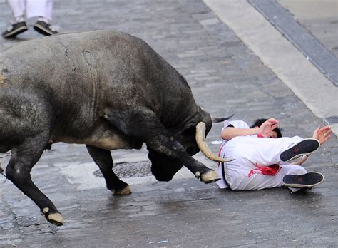 and bull dies and two injured during bull runs in spain metro news