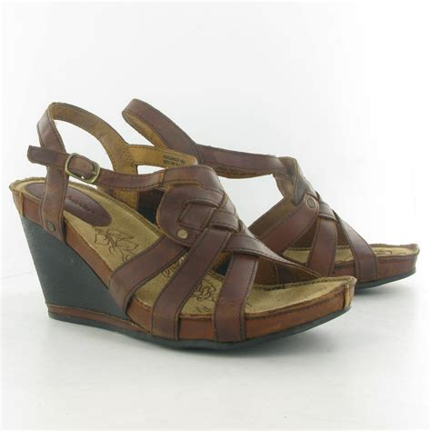 hush puppies wedges hush puppies bira leather wedge sandal in brown