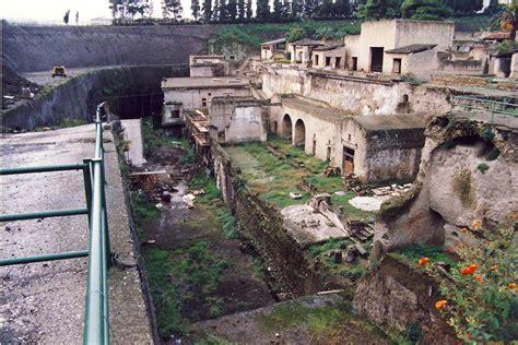herculaneum or pompeii which is better greg mix architect herculaneum