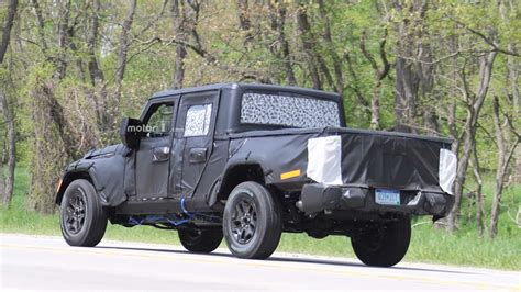 jeep truck spy photos 2019 jeep wrangler pickup spy photo photo