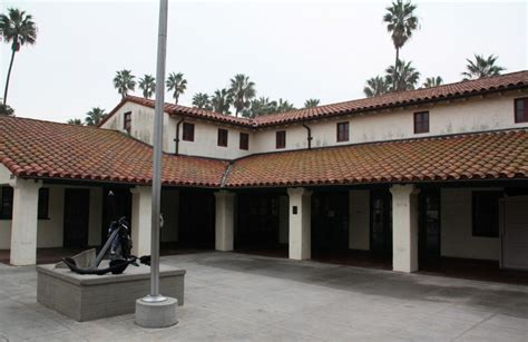 Cabrillo Beach Harbor Beach Los Angeles Ca Cabrillo Bath House