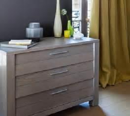 Peindre Un Meuble En Bois #1: peindre-un-meuble-en-bois-avec-peinture-vernis-colore-V33.jpg