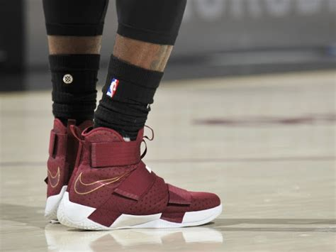 Lebron Soldier 11 Cavs Maroon lbj laces up maroon nike lebron soldier 10 in win vs