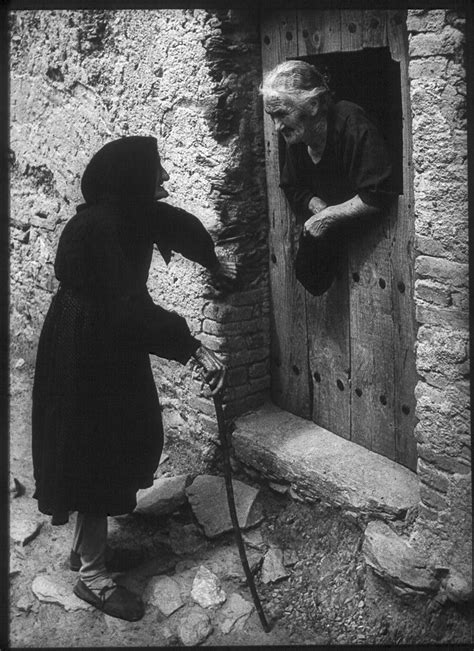 libro w eugene smith two women talking from w eugene smith s photo essay quot spanish village quot shot in deleitosa 1951