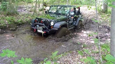 jeep mud jeep jk goes through mud