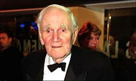 desmond llewelyn car crash news uk bond actor killed in crash