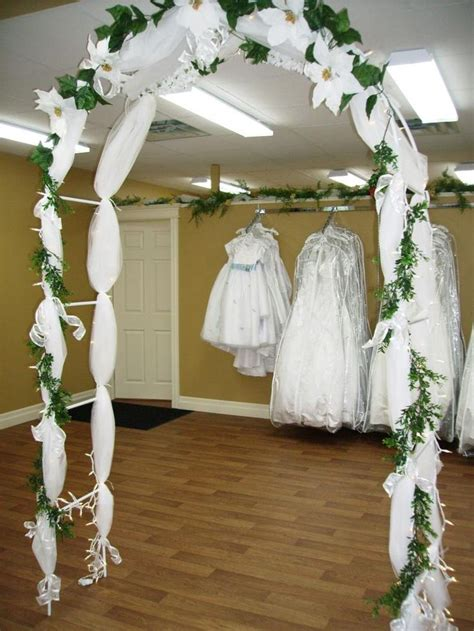 Flower To Decorate A Wedding by Best 25 Indoor Wedding Arches Ideas On