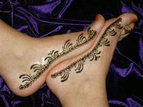 henna tattoo on the foot henna design