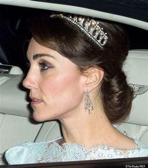 kate middleton stuns in cambridge love knot tiara at diplomatic kate wore the cambridge lover s knot tiara for the evening