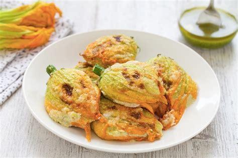 fiori di zucchine ripiene al forno ricetta fiori di zucca al forno cucchiaio d argento