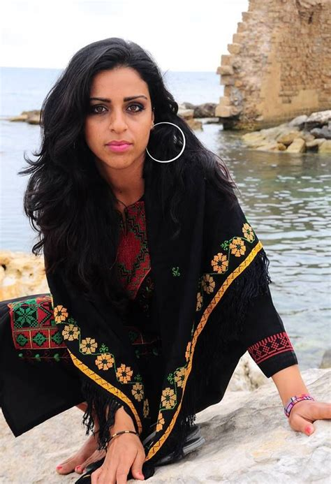 bebas palestin maha yacoub is a beautiful palestinian italian tutor of