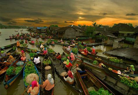 Air 2 Di Banjarmasin banjarmasin floating market borneo top indonesia holidays