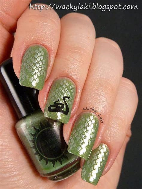 snake pattern nails snake nails cute nails pinterest green colors