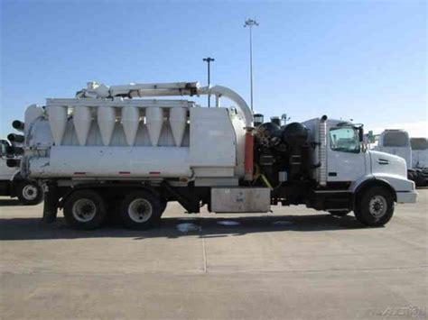 used volvo heavy duty trucks volvo vhd64bt200 2007 heavy duty trucks
