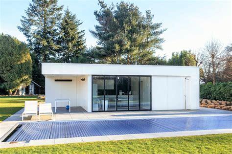 Pool House En by Moderne Poolhouse Met Bijpassende Keuken Inloopdouche En