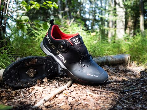 mountain biking shoes reviews five ten kestrel shoe review singletracks mountain bike news