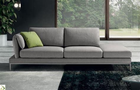 divani con pouf divano braccioli pieghevoli zupper plus arredo design