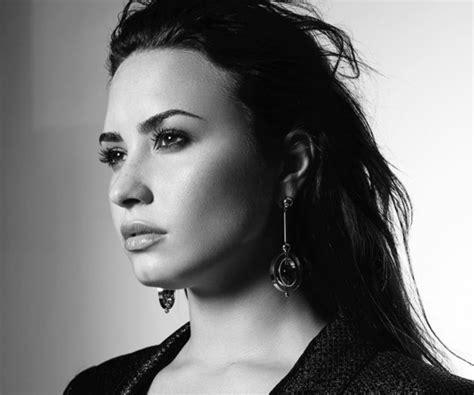 demi lovato top hits list demi lovato notches second career no 1 on billboard s pop