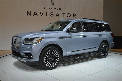 Lincoln Escalade Price by 2018 Lincoln Navigator Is More Than An Escalade In