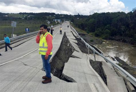 earthquake chile powerful earthquake shakes chile only minor damage