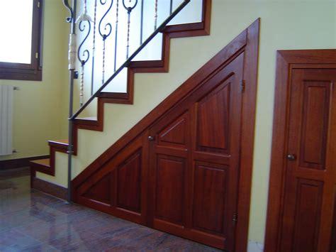 porte per sottoscala scala in legno e sottoscala in moganofalegnameria laudone