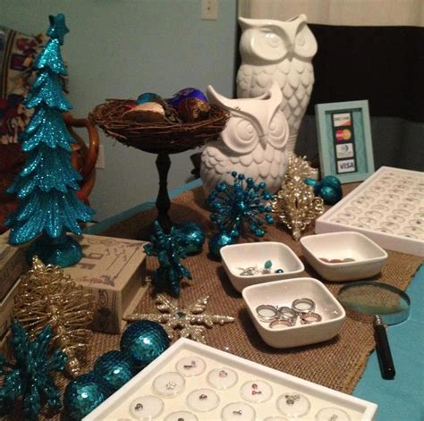 Origami Owl Display - what a beautiful origami owl display for the holidays