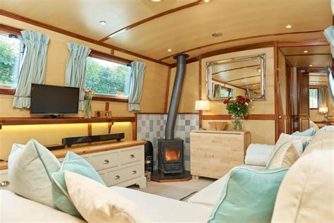 living on a canal boat with cats moonshine moonraker canalboats