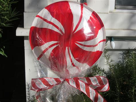 my giant lollipops diy is the perfect holiday yard