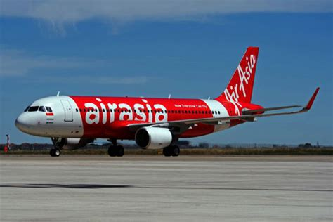 airasia home airbus delivers the 8 000 aircraft an a320 for airasia