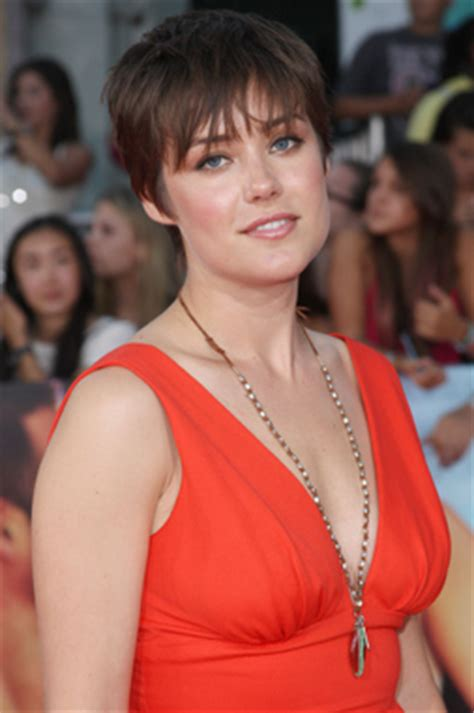 why does megan boone wear a wig it girl on the radar megan boone new york girl style