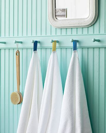 where to hang towels in a small bathroom good life of design don t throw in the towel