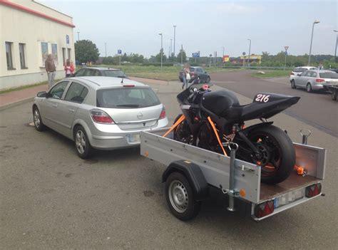 Motorradtransport Verzurren motorradtransport im transporter so gehts motorradblogger