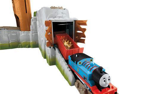 thomas the train swing com thomas the train trackmaster castle quest set