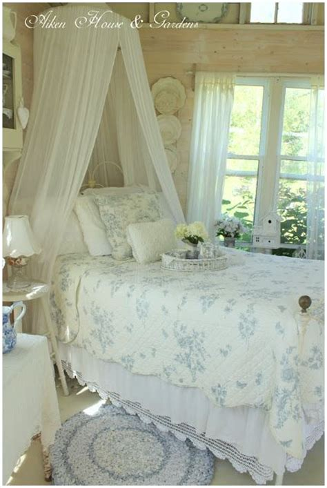 diy blue and white cottage decor bedrooms