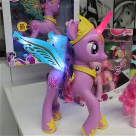 Transformer Pony Lunch hasbro unveils 2013 lines at play lunch hobby retailer