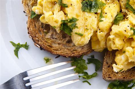 anthony bourdain scrambled eggs how to make the perfect scrambled eggs reveals anthony