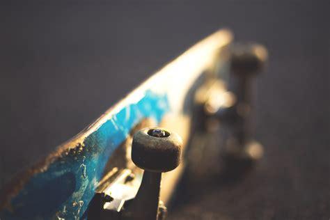 wallpaper cahaya biru gambar cahaya olahraga skateboard hijau refleksi