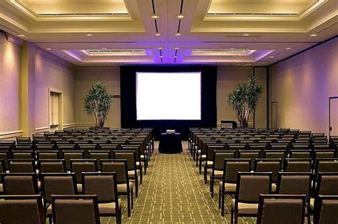theatre style room layout theater style are in rows facing the stage area no tables benefits for shorter