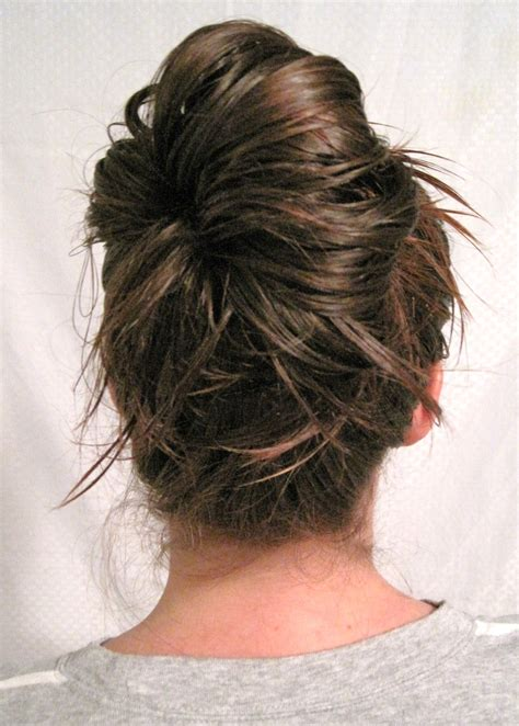 Day 17: The Messy Bun {30 Days, 30 Ways}   the seeded thistle.