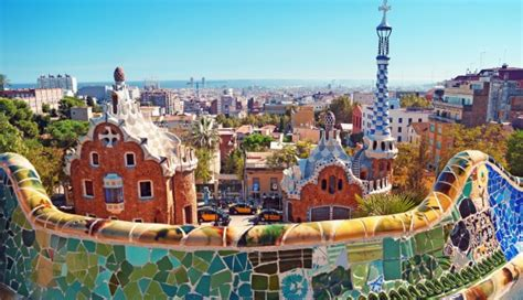 barcelona travel guide 101 coolest things to do in barcelona spain travel guide barcelona city guide budget travel barcelona travel to barcelona books travel tips from real locals like a local guide top 10