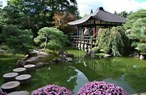 www bonsai haus de in einem japanischen garten bild foto heide g aus