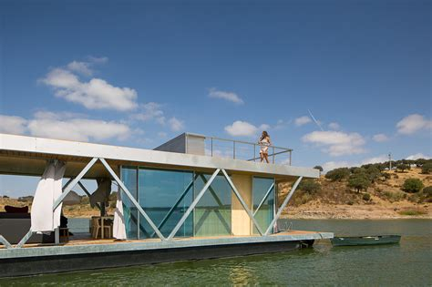 Friday Floatwing | friday develops modular floating house for weekend getaways