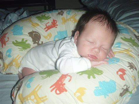 When Can Baby Sleep With Pillow by 17 Best Images About Unsafe Sleep Environments For Babies